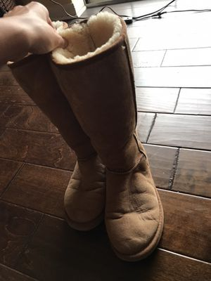 UGG Genuine Leather with Sheepskin Lining (Size 9W) for Sale in Dallas, TX
