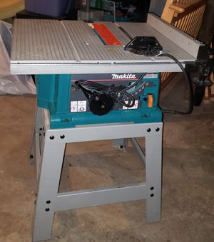 Makita 2703 15 Amp 10-Inch Benchtop Table Saw with table saw base stand included for Sale in House Springs, MO