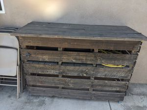 Bar table with shelves for Sale in Lynwood, CA