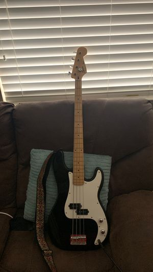 Squier black bass for Sale in Lathrop, CA