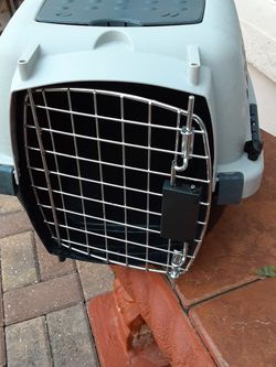 Small Dog Or Cat Carrier Excellent condition for Sale in Ocala,  FL