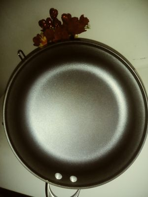 "12"" Calphalon frying pan for Sale in Malden, MA"