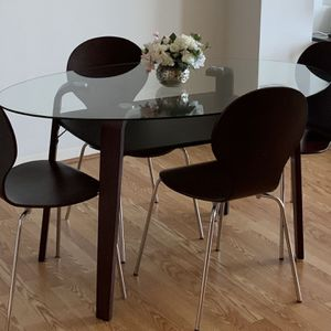 "Modern And Sleek Oval Glass Top Dining Table With 4 Chairs. Perfect Size For Apartments/Condo Or Breakfast Area Size:60""x36"" for Sale in Marietta, GA"