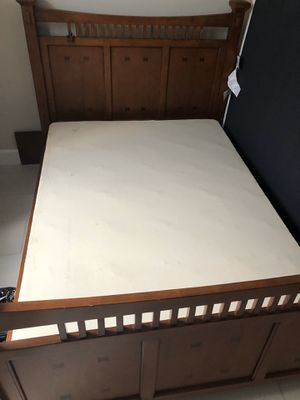 Free bed frame for Sale in Pompano Beach, FL