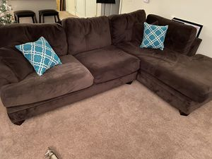 2pc sectional w/decorative pillows for Sale in Waldorf, MD