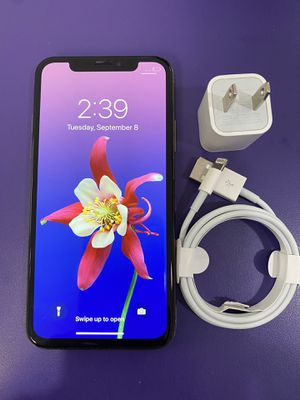 Apple iPhone XS 64 gb unlocked with store warranty for Sale in Medford, MA