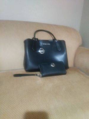 MK Black leather pursr with matching Wallet for Sale in San Diego, CA