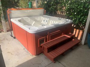 Life Spa (hot tub/jacuzzi) for Sale in Beverly Hills, CA