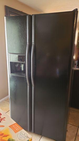 Refrigerator/ refrigerador for Sale in Perris, CA