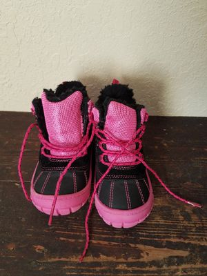 Girls rain/snow boots size 8 for Sale in Maryville, TN