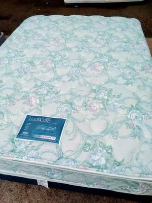Queen-size Simmons Deluxe Pillow-top Mattress with Matching Box-spring in Excellent Condition $100. Free Delivery. for Sale in Denver, CO