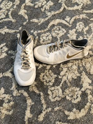 Nike gym shoes size 7 for Sale in Chicago, IL
