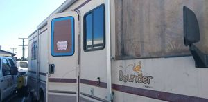 Bounder by fleetwood motorhome for Sale in Los Angeles, CA