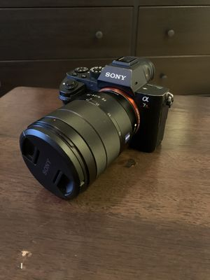 Sony A7r ii with 4 batteries for Sale in San Diego, CA