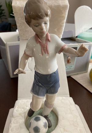 SOCCER PRACTICE LLADRO FIGURINE DIRECT FROM SPAIN for Sale in Irvine, CA