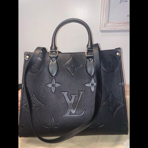 womens black leather shoulder bag for Sale in Long Beach, CA