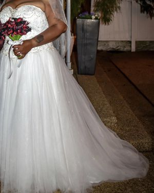 Weeding dress for sale use just one time on weeding day for Sale in Silver Spring, MD