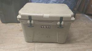 Yeti TUNDRA 35 quart cooler for Sale in Kountze, TX