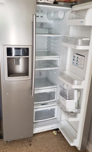 Lg refrigerator for Sale in Downers Grove, IL