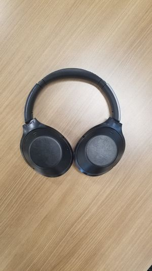 Sony WH-1000XM2 Noise Cancelling Headphones for Sale in Miami, FL