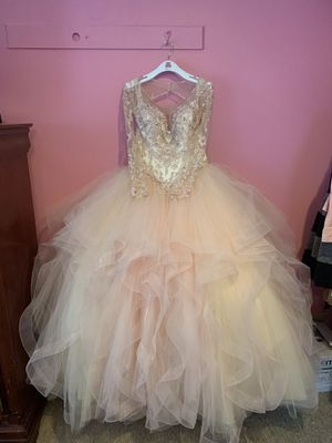 sweet 15/16 dress, great condition, long lace sleeve with rhinestones for Sale in Arlington, VA