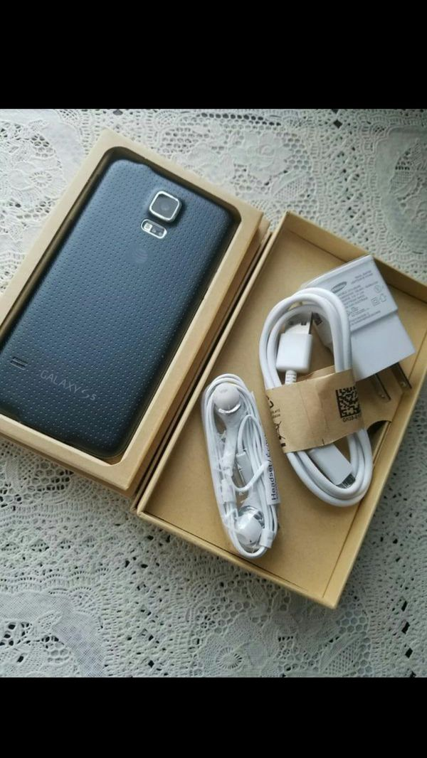 SAMSUNG Galaxy S5, UNLOCKED//Excellent Condition, Looks like New//Price is Negotiable