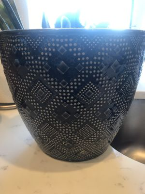 2 Beautiful Ceramic Plant pots for Sale in New York, NY