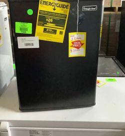 MAGIC CHEF BLACK MINI FRIDGE HMBR265BE1 2🥶❄️❄️🧊 NF3 for Sale in DeSoto,  TX