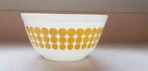 Yellow Dots Pyrex Bowl #402 1.5qt for Sale in San Diego, CA