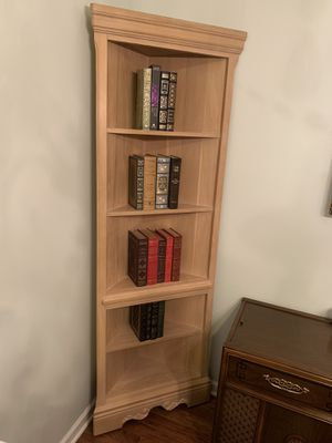 Book or Knickknack shelf for corner of room for Sale in Mount Juliet, TN