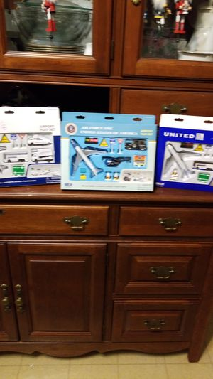 NIB: Delta, Air Force One, and United Airport Playsets for Sale in WI, US