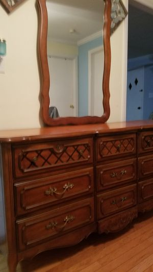Dresser with mirror for Sale in Hackensack, NJ
