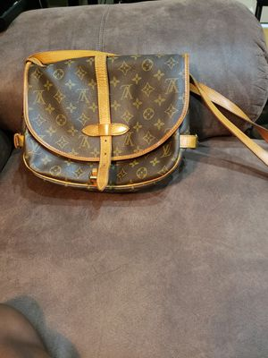 Louis Vuitton saddle bag for Sale in St. Louis, MO