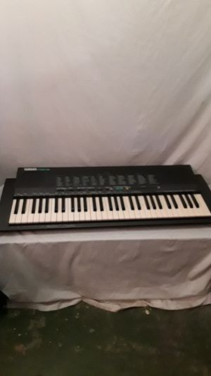 61 KEY YAMAHA PSR 19 KEYBOARD MUSIC MAKER for Sale in Mesa, AZ