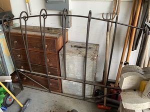 Wrought Iron QUEEN bed frame for Sale in Winter Haven, FL