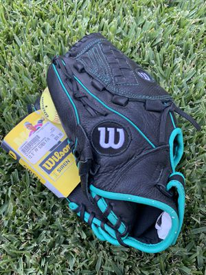 Wilson fastpitch softball glove for lefty for Sale in Bell, CA