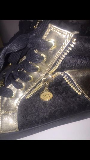 Michael kors high sneakers size 4 for Sale in Las Vegas, NV