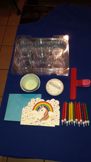 Birthday Party Supplies Cupcake Wrappers & Containers (Lot) for Sale in Haines City, FL