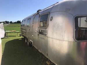 1976 airstream sovereign 31' side bath camper travel trailer for Sale in Quarryville, PA