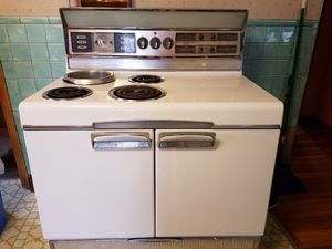 Electric stove from the 50s for Sale in West Seneca, NY