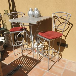 STUNNING TALL BISTRO SET for Sale in Glendale, CA