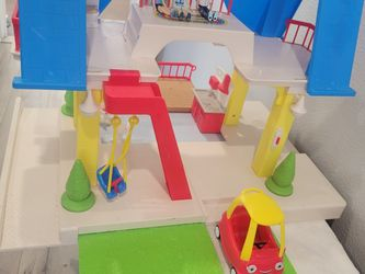 Fisher Price Doll House With Family for Sale in Newport Beach,  CA
