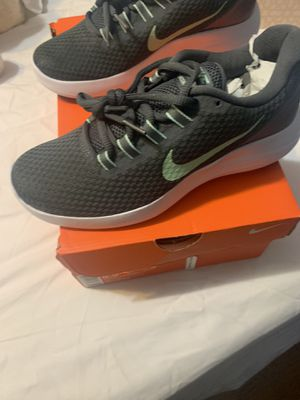 Nike sneakers ladies size 7 for Sale in Brooklyn, NY