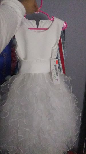 White Dress size 5 in kids for Sale in Dallas, TX