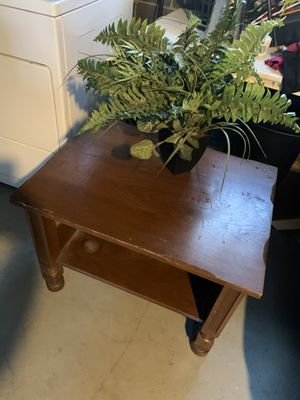 Table and fake plant 40 bucks for Sale in Lincoln Park, MI