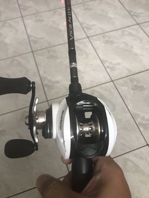 Abu Garcia 7ft 8-17lb with left handed Bass pro shops fishing reel. $70 like new. for Sale in Huntington Beach, CA