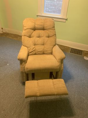 Free recliner for Sale in Elmwood Park, IL