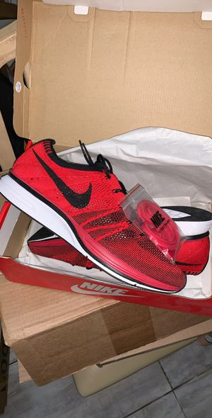 Nike fly knit trainers Red supreme size 9 for Sale in Brooklyn, NY