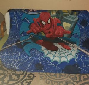 Twin size spiderman quilt, one pillow, one pillowcase, one very small pillow. for Sale in Kent, WA