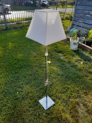 Beautiful 6ft. Floor lamp for Sale in Houston, TX